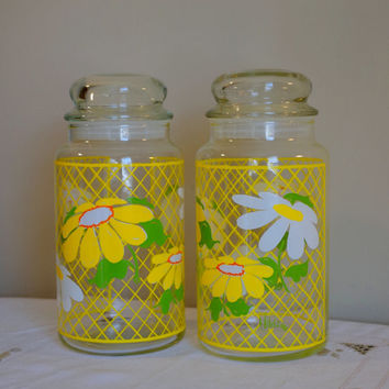 HILDI Glass Lidded Containers- Anchor Hocking Spring Daisies 70s Apothecary Jars- Retro Kitchen Countertop Storage