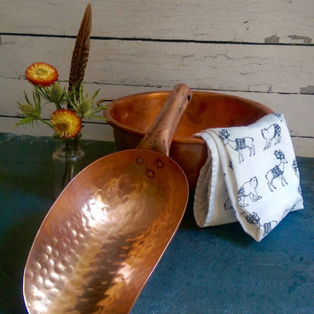 Vintage Copper Flour or sugar scoop/ Vintage Scoop/ Copper Kitchen Utensils/ Copper Scoop/ Copper Utensil/ Candy Scoop