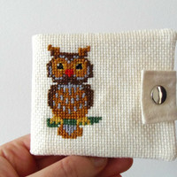 Owl wallet for children. Embroidered coin purse with an owl. White cream wallet for kids with cross stitch animals