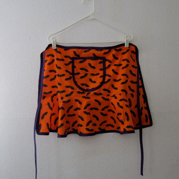 13-0908 Handmade Halloween Apron / Bat Apron / Orange and Black Apron / New Halloween Apron / Apron with Pocket