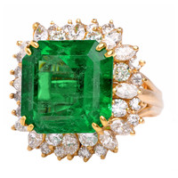 Impressive Emerald Diamond Gold Cocktail Ring