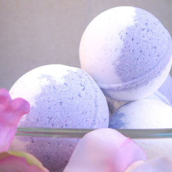 2 Bath Bombs Jasmine  Vegan Moisturizing Bath Bombs by SerisSoaps