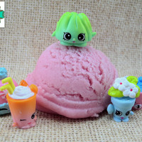 Shopkins Surprise Mondo Bath Truffle - Strawberry Scented - Kids Toy Bath Bomb, Bubble Bath, Bath Melt, All in One!