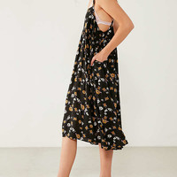 Kimchi Blue Fleur Babydoll Floral Midi Dress | Urban Outfitters