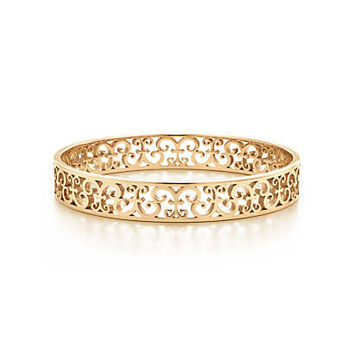 Tiffany & Co. - Tiffany Enchant® narrow bangle in 18k gold, medium.