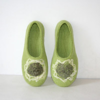 Women house shoes, felted wool slippers Emerald green, ready, handmade, wool shoes