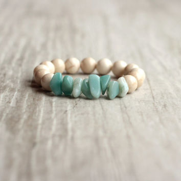 Nude womens bracelet Turquoise aquamarine  bracelet chips Stretch bracelet Everyday jewelry Gift for mom Boho bracelet Gemstone bracelet