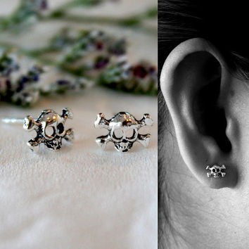 925 Sterling Silver Pirate Skull Stud Earrings - Tiny Stud earrings - Skull Post Earrings - Halloween Earrings - Silver Skull Earrings