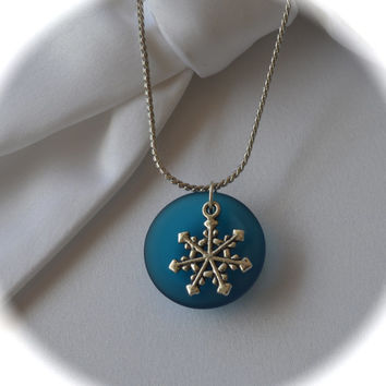 Jewelry,Necklace, Snow flake necklace, Sea glass necklace,beach glass Jewelry,teal sea glass,Winter jewelry,snow flake charms,round sea glas