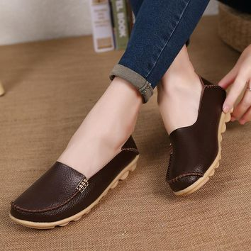 Hot Sale New Fashion Leisure Women Flats 2017 Wild Woman Casual Shoes Solid Moccasins Loafers Classic Flat Mother's Shoes SAT432