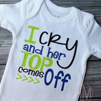 I Cry And Her Top Comes Off - Breastfeeding - Boys Vinyl Shirt