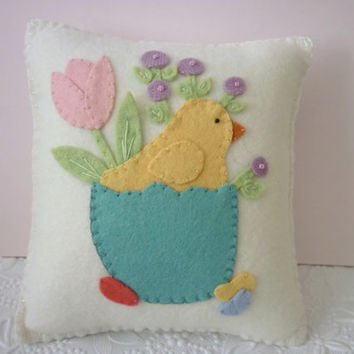 Felt Pillow Easter Chick Spring Tulips Applique Penny Rug