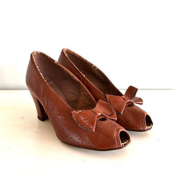 vintage 1940s shoes  40s cinnamon brown leather by shopREiNViNTAGE