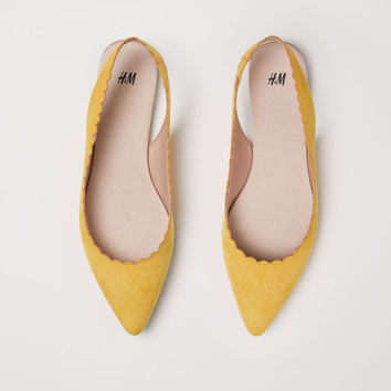 Scallop-edged ballet pumps - Powder beige - Ladies | H&M GB