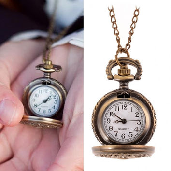 Retro Style Woemn Bronze Steampunk Quartz Necklace Pendant Chain Clock Pocket Watch Spider Web Hollow