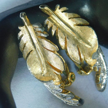 Panetta GLITTERING LEAF NEW Vintage Designer Gold Tone Detailed Curled Leaves Clear Rhinestone Nature Beautiful Signed Clip Earrings! 407