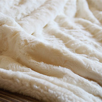 DaDa Super Soft 50x60 Luxury White Roses White Faux Fur with Sherpa Throw Blanket From Tache
