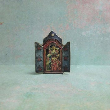 Dollhouse Miniature Reliquary Stand Up Decoration with Renaissance Lady Facing Right