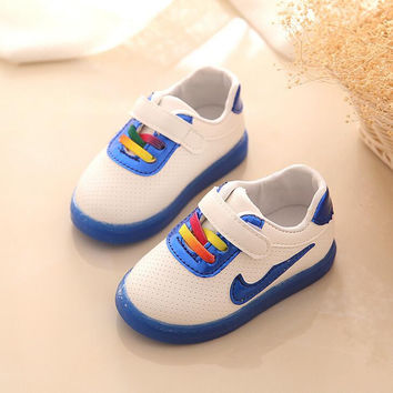 2016 Auyumn Winter Baby Girls Boys LED Light Casual Shoes Candy color Infant/Newborn Soft bottom Shoes Children Breathable shoes