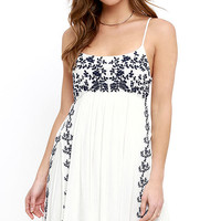 Amor a La Vida Ivory Embroidered Dress