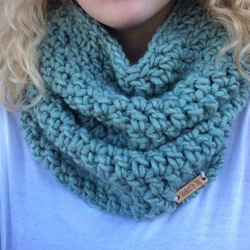 Mint Cowl / Crochet Cowl / Crochet Teal Cowl / Scroxhet Scarf / Infinity Scarf / Mint Circle Scarf / Handmade Scarf / Chunky Cowl / Puffy