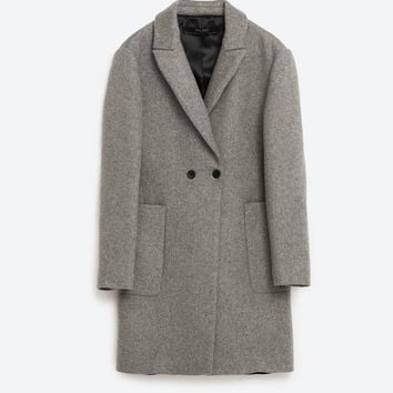 MASCULINE DOUBLE BREASTED COAT DETAILS