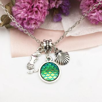 10pcs Mermaid scale necklace, fish scale necklace, mermaid necklaces, holographic, Seashell necklace, shimmery mermaid jewelry