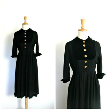 Vintage 1940s Dress / swing dress / little black dress / velvet / cocktail dress / WWII dresses / 40s fashion / lbd / holiday dress / XS S