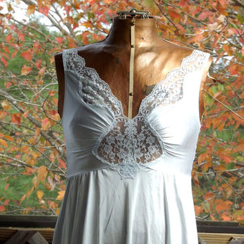 Womens Lace Nightgown, Vintage Short Night Gown, Pale Blue Gown, Sexy Nightgown, Size Medium 32 C Olga Lingerie
