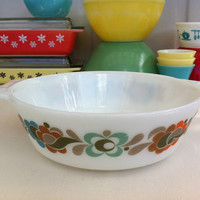 Cute, vintage Pyrex Carnaby Tempo casserole dish!! ReTrO KiTcHeN!!