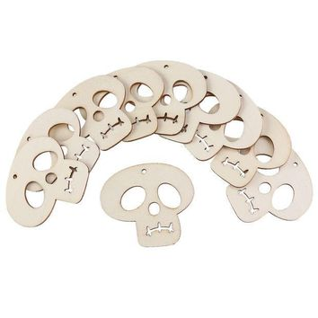 CREYONHS 10pcs Wooden Embellishments Halloween Decoration Skull Pattern Pendant with Hemp Ropes