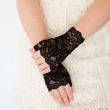 Women Sunscreen Party Sexy Fingerless Lace Semi-finger Driving Gloves 2017 New Fashion Girls Lady Spring And Summer Gloves
