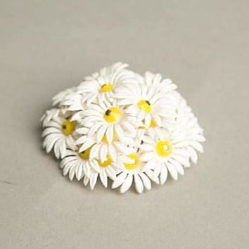 Daisy Flower Brooch Pin White Yellow Plastic Petals Vintage Jewelry