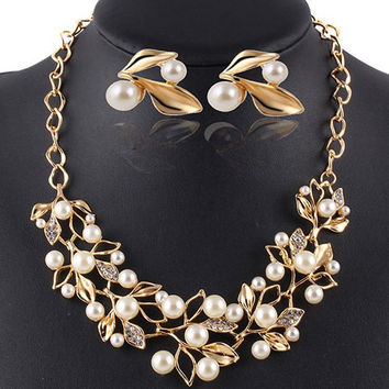 A Suit of  Faux Pearl Necklace and Earrings Jewelry