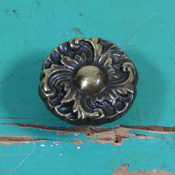 Vintage French Provincial Drawer Pull . Brass Knob . Made in USA . Ornate Dresser Handle . Furniture Knob . Cabinet Hardware