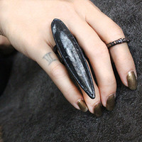 animus-black claw ring-orthoceras fossil ring-sharp-remain-paganism-statement ring-witchcraft jewelry-magic-dark jewelry