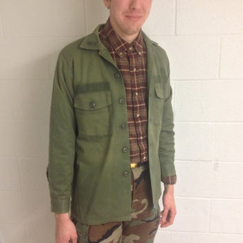 Vintage 1960's US army green drab long sleeve military shirt, Vietnam war era uniform shirt, size medium grunge jacket