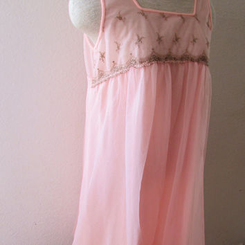 13-0747 Vintage 1960s Pink Nylon Negligee / Pink Nighty / Pink Nightgown / Vintage Lingerie