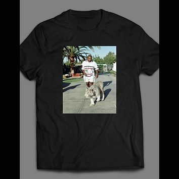 MIKE TYSON WALKING HIS TIGER T-SHIRT