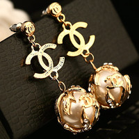 Chanel's new fashion earrings women personality with pearl gold earrings