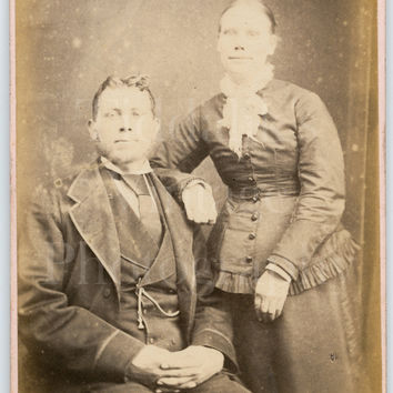CDV Photo Carte de Visite Victorian Couple Man Woman Portrait - Frederick Wright of Northampton East Midlands - Antique Photograph