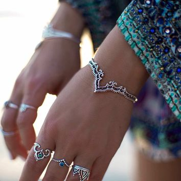 Shiny New Arrival Stylish Jewelry Accessory Vintage Hollow Out Lace Ring Bangle [520178630671]