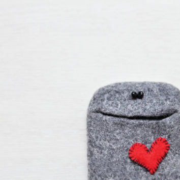 Ready to ship - Gray iPhone 4 case IN LOVE - Handmade iphone 4s case with red heart - Felted cell phone case wallet - Best friend gift funny