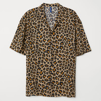 Patterned Resort Shirt - Beige/leopard print - Men | H&M US