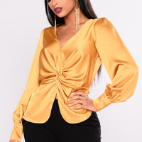 A List Twist Top - Gold