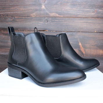bc footwear partner modern chelsea ankle boot in black