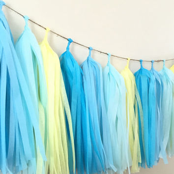 Tissue tassel garland/fringe tassle garland/party decor/wedding decoration/birthday party decor/sweet table buffet decor/tissue paper /party