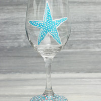 Starfish Wine Glass / Beach Wedding Favors and Gifts / Personalized, More Colors Available