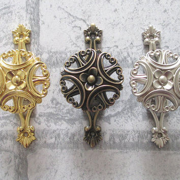 Vintage Style Wall Hooks Metal Clover Wall Decor Cottage Curtain Tie Backs French Country Hat Coat Hangers