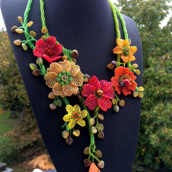 Pattern and tutorial for beaded floral necklace - OOAK artisan jewellery instructions